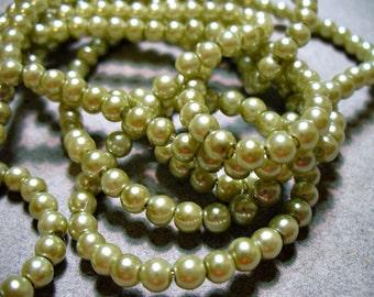 Glass Pearls Soft Green 4MM