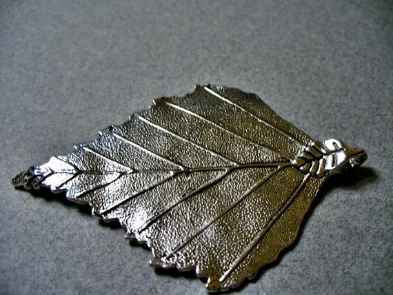 70x45MM 1 Pewter Alloy Leaf Pendant - Lead Free Silver Plated