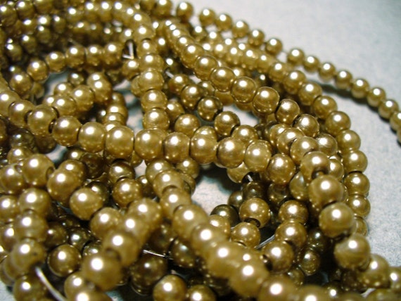 Glass Pearls Gold 4mm