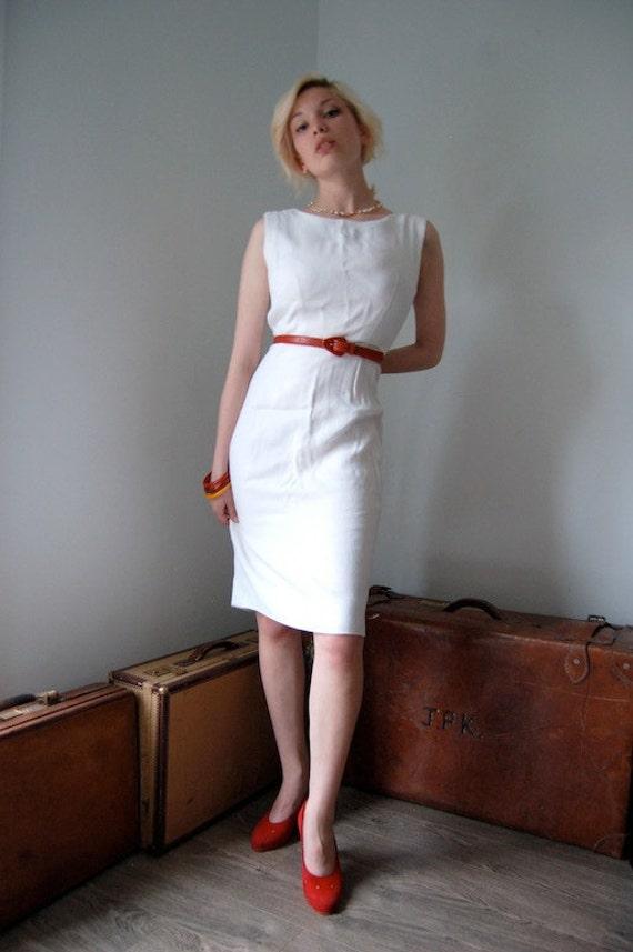 Vintage 1960s White Linen Dress // 1960s Fitted Dress // Summer Lovin'