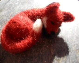 Red Fox Figurine / Waldorf Miniature Wool Animal Toy / Needle Felted Sleeping Fox Soft Sculpture