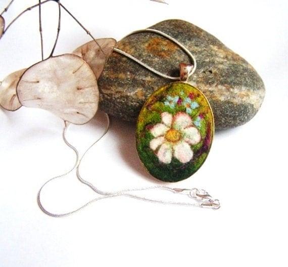 Felt Pendant Necklace with Chamomile