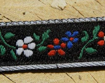 Tiny Flowers Medium Dog Collar