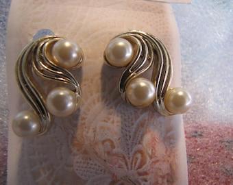 Faux Pearls Earrings Goldtone Clip