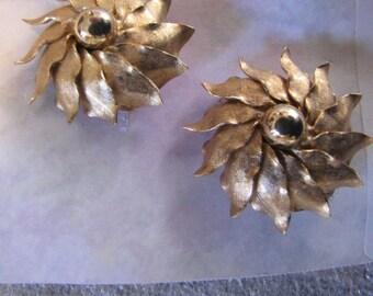 Floral Vintage Earrings Goldtone Clips