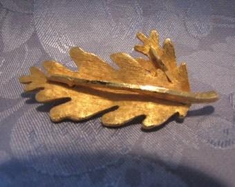 Brooch Pin Vintage Oak Leaf
