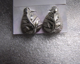 Vintage Silvertone Leaf Earrings Clip