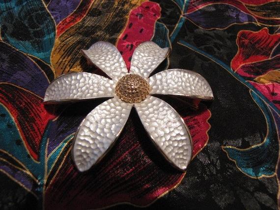 Stunning Vintage Flower Brooch Pin Hammered Look