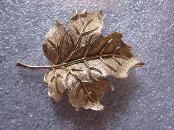 Vintage Trifari Crown Pin Brooch Signed Goldtone Leaf