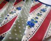 Lovely flowery bunting, LISBON in red & green, approx 2m80 long, perfect for Parties, Weddings, Bedrooms, Presents