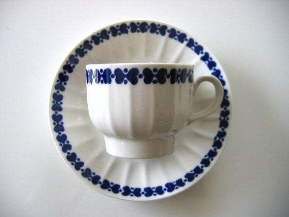 Vintage Arabia Finland Cup & Saucer.  Elvikki Pattern.  Dark Blue and White. Mid century modern, Danish Modern, Eames era. 1970's.