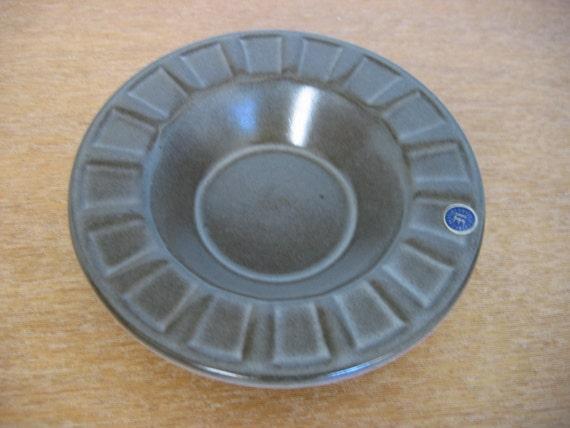 UPSALA EKEBY. Modernist pottery dish. Mid century, Danish Modern, Eames era. Vintage Sweden.  1960s.