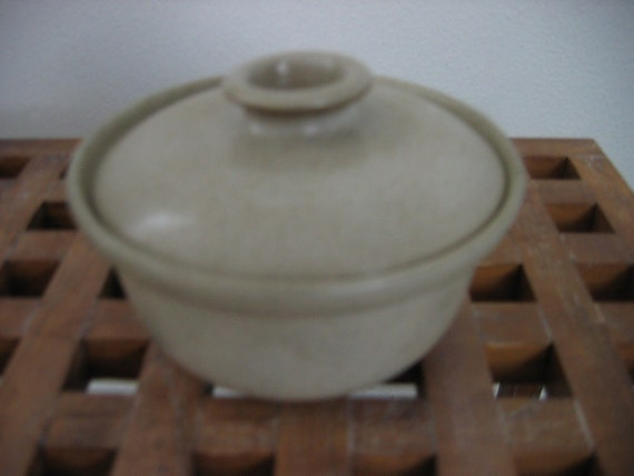 Signed Heath Earthenware, Art Pottery Covered Bowl. 1960's.   Vintage Small Casserole, dish with lid. Sand colored Glaze.