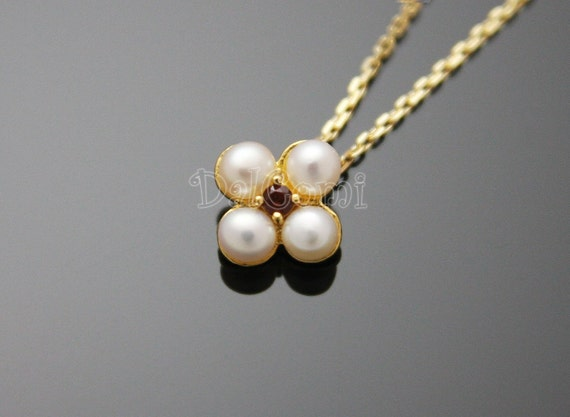 FIRESALE)  B08-Middle Garnet and Four Round Cultured Pearl Petals Pendant Necklace