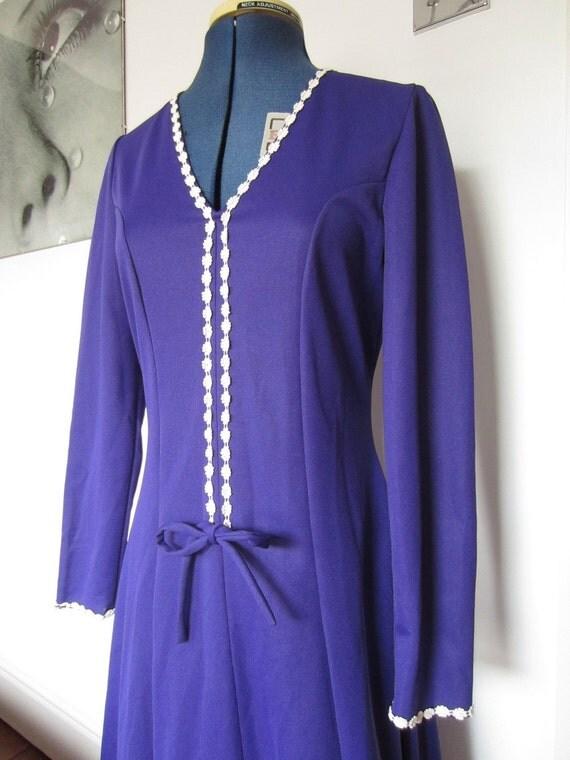 SALE 1960s 1970s purple maxi dress with daisy trim