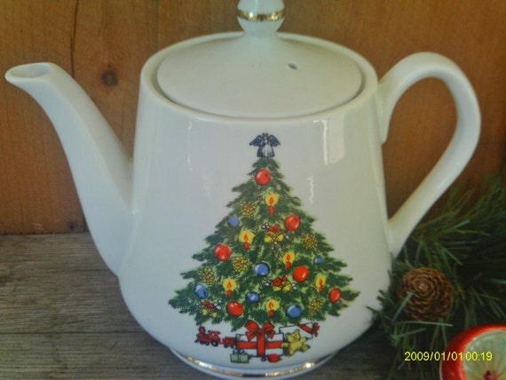 Vintage Christmas Teapot /Jamestown China / Christmas Treasure