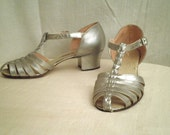 1930s Vintage Silver Dancing Formal T-Strap Shoes