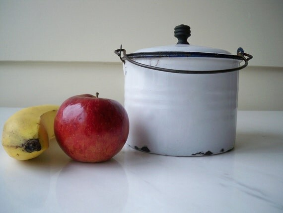 Round enamel  lunch pail with lid