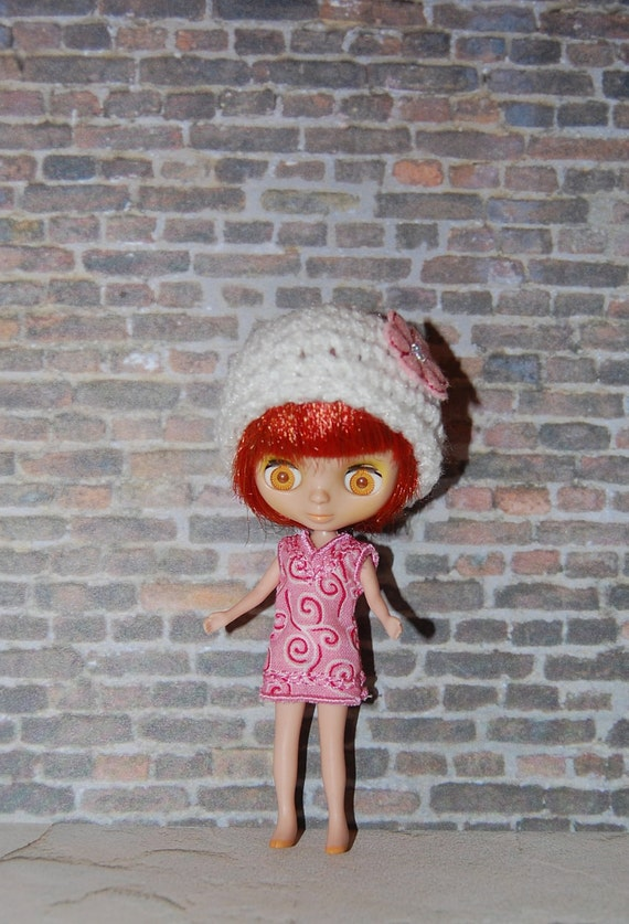 Petite Blythe White Crochet Hat with Pink Beaded Embroidered Flower