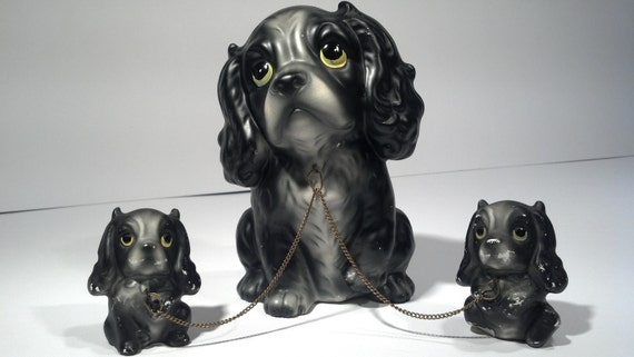3 sir king charles cavalier ceramic dogs, vtg ceramics, black and grey, big eyes, mommy and two puppies, attached with chain, spaniels