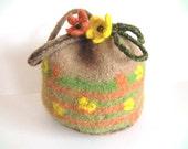 "Felt bag/pouch ""Calendula"", pure new wool, seed beads, light brown/beige, orange, light green, dark brown, yellow, OOAK, one of a kind"