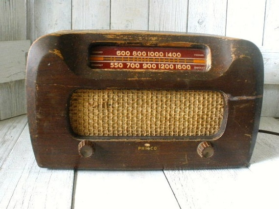 Vintage table radio Philco 1946