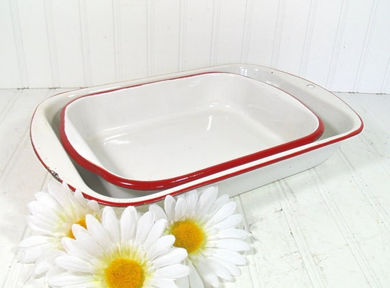 Red on White EnamelWare Baking Pans Set - Vintage Set of 2 Pieces - Shabby Farmhouse BakeWare