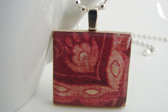 Flower in the Corner Pendant with Free Necklace
