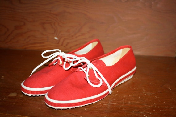 Vintage Cherry Red Canvas Deck Shoes...lace tennis shoes size 7 M