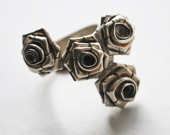 Four roses silver ring