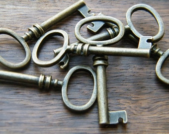 Brontë - Skeleton Keys - 4 x Antique Brass Bronze Vintage Keys Skeleton Keys Key Charms