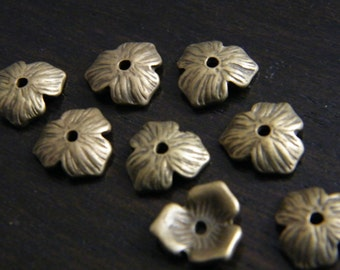 40 x Antique Brass Bead Caps Bronze Flower Three Petal Beadcaps 11mm