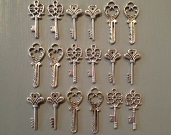 The Lost Keys - Skeleton Keys - 18 x Antique Keys Silver Vintage Skeleton Keys Small Key Charms Set