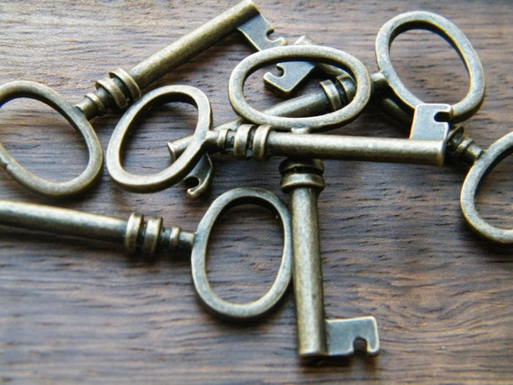 Brontë - Skeleton Keys - 10 x Antique Brass Bronze Barrel Antique Vintage Skeleton Keys Key Charms