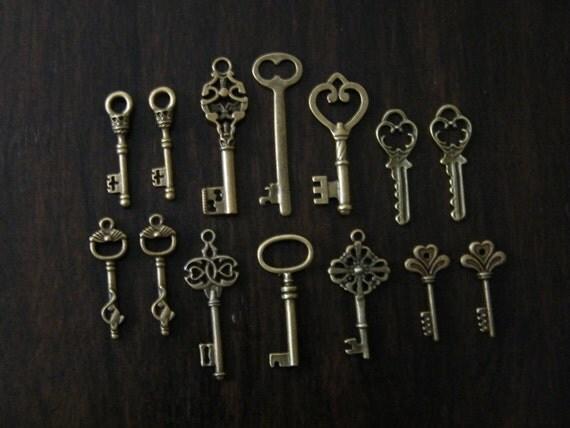 Keys to the Castle - 14 x Antique Bronze Brass Vintage Skeleton Keys Key Set