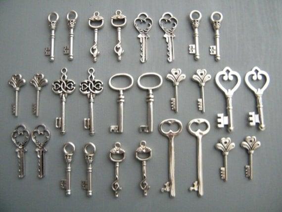Keys to the City - 28 x Antique Silver Vintage Skeleton Keys Key Set
