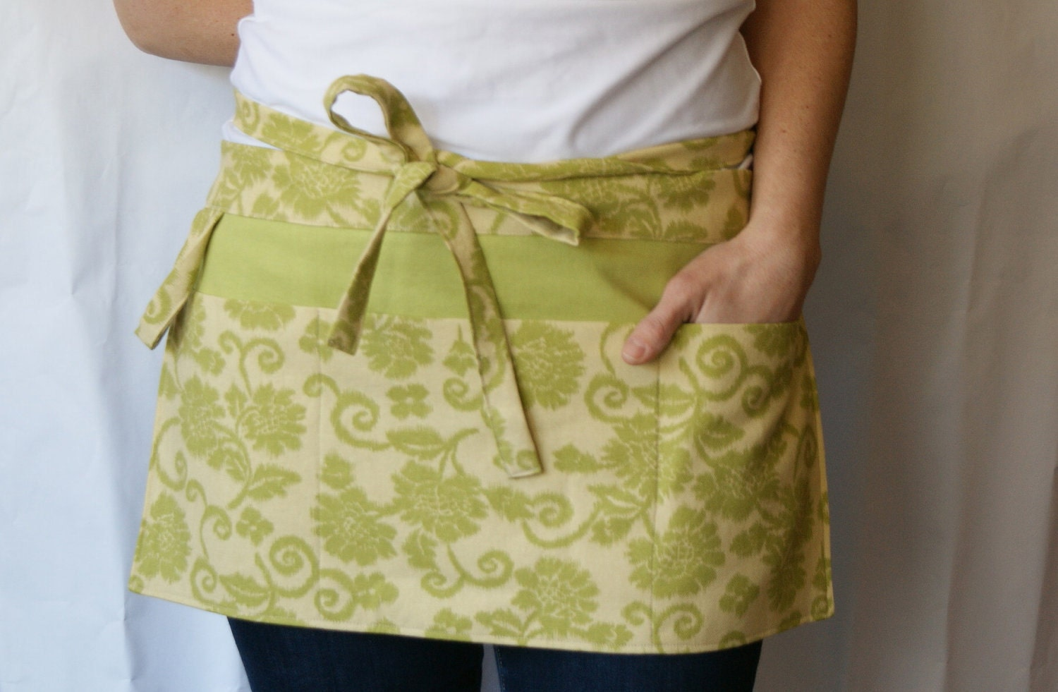 White half apron with pockets -  Zoom