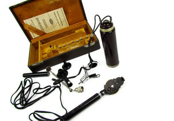 Vintage medical device eye and ear scope set in original Military case WORKS