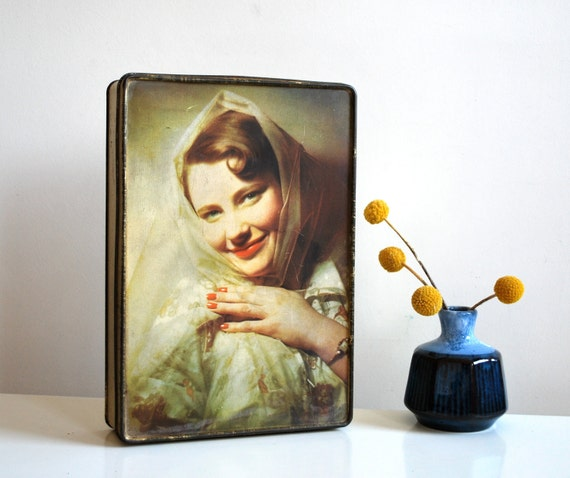 Vintage tin box depicting 1950s pin-up portrait