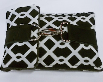 Stylish Case for Ipod Touch / Iphone, DROID etc in Modern Black and White Pattern