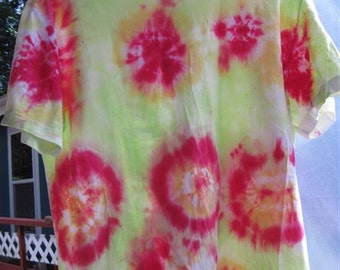 "Tiedye "" Circles"" T-shirt...size LG (42/44)...57...reds and greens"