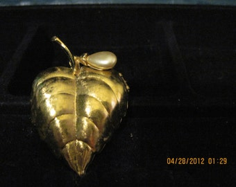 Vintage Golden Leaf Pin Perfume Glace 1969 Avon....#315.....ON SALE !!!!!!!!