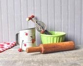 Set of 1930s/1940s kitchen utensils