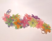Bright layered flowers bracelet