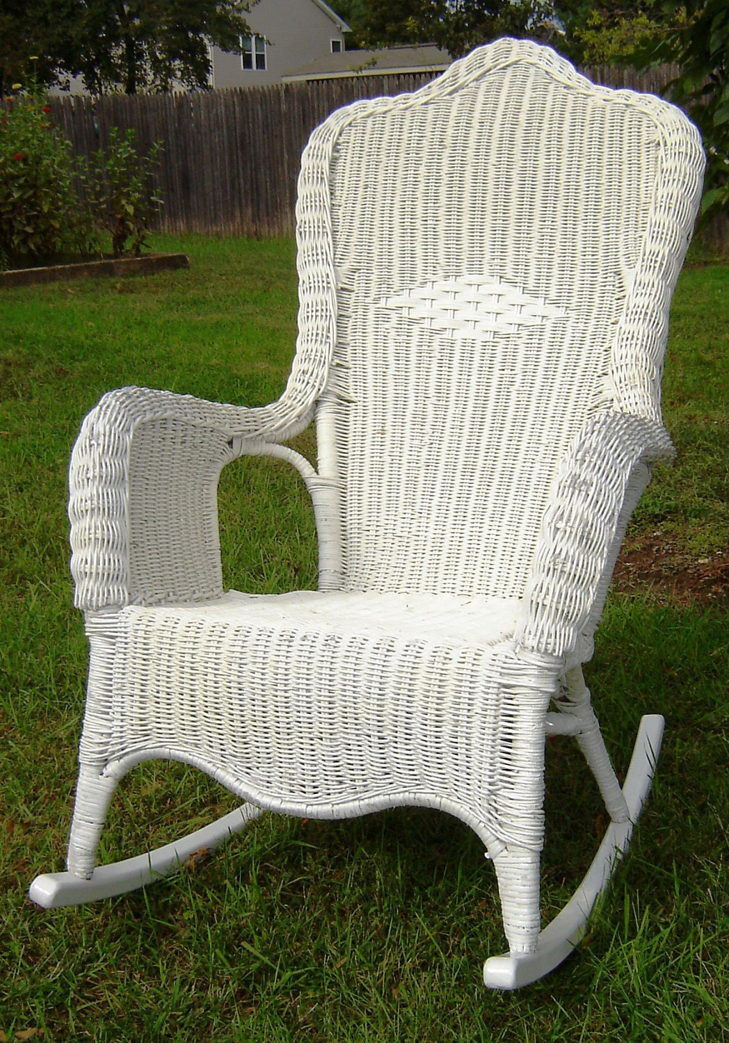 vintage white wicker rocking chair by seasidefurnitureshop on etsy. Black Bedroom Furniture Sets. Home Design Ideas