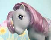 Vintage 1980s My Little Pony - Blue Belle first generation, flat foot