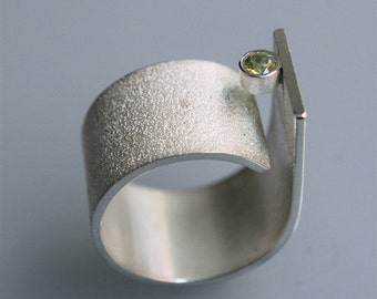 """Contemporary minimalist ring """" Q with periodot"""" in sterling silver"""