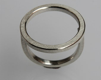 """Ring """"O"""" in bleached silver"""