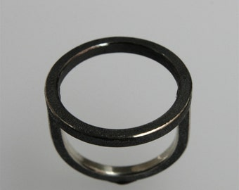 "Ring ""O"" in oxidized silver"