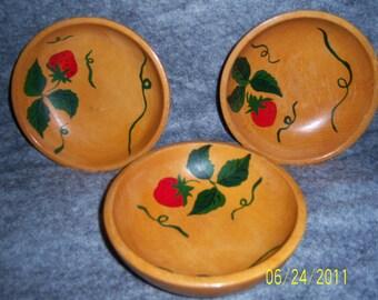 Vintage 1950's wooden handpainted 3 salad bowls set